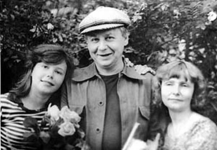 Как сейчас живет первая супруга Олега Табакова