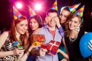 Как организовать день рождения: важные нюансы, пригласительные, место проведения и сценарий праздника